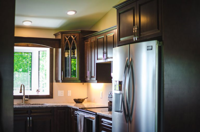 Stained Maple Kitchen Cabinets